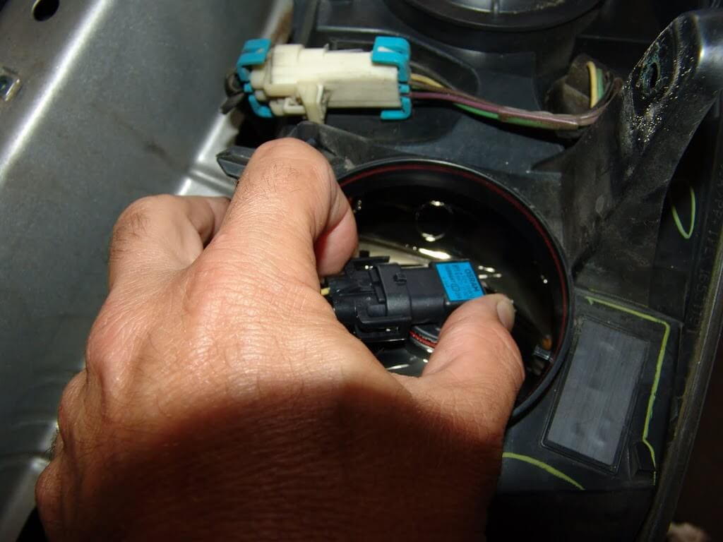 sparky's answers 2005 chevrolet malibu, changing the low beam 2005 Chevy Malibu Headlight Wiring Harness a close look at the bulb reveals a damaged element 2005 chevy malibu headlight wiring harness