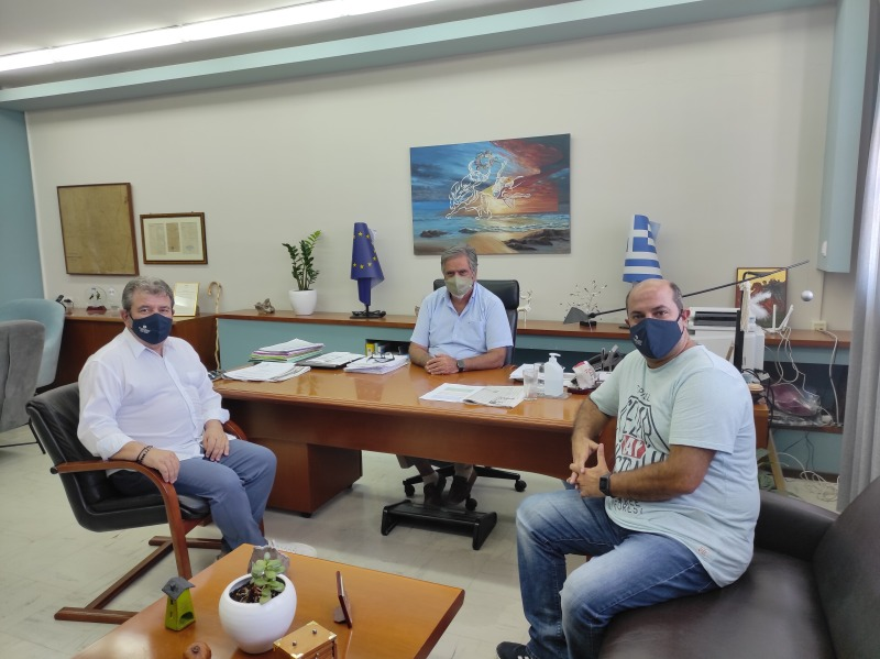 ο Διευθυντής Δευτεροβάθμιας στον Δήμαρχο Αγίου Νικολάου