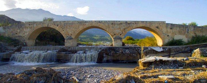 Η μνημειακή γέφυρα του ποταμού Μύρτου ή Κρυοπόταμου