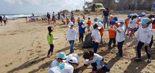 εθελοντικό καθαρισμό της παραλίας του Ανισαρά από μικρούς ....