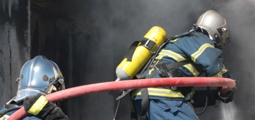 """Ήρωες στη φωτιά, αλλά...""""γερασμένοι"""" στις προκηρύξεις μονίμων θέσεων εργασίας οι συμβασιούχοι πυροσβέστες;"""