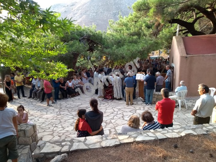 Εσπερινός στην Αγία Άννα στη Θρυφτή