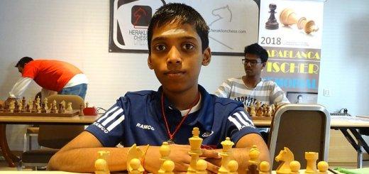 Κλέβει την παράσταση ο 12χρονος Ινδός παγκόσμιος πρωταθλητής σκακιού