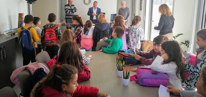 μαθητές του 14ου Δημοτικού Σχολείου Ηρακλείου στον δήμαρχο Χερσονήσου