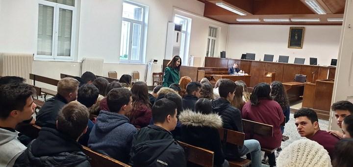 Οι μαθητές της Β' ΓΕΛ Νεάπολης στο δικαστικό μέγαρο Νεαπολέως
