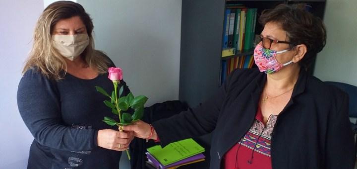 τριαντάφυλλα στις εργαζόμενες του δήμου Αγίου Νικολάου