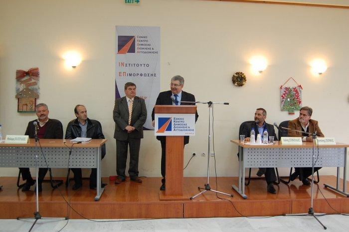 από την ανακοίνωση των συμπερασμάτων      της ημερίδας: Διακρίνονται (από αριστερά) οι κ.κ.  Θ. Πατεράκης, Μ. Φραγκούλης,  Μ. Χρηστάκης,  Ι. Χρυοουλάκης, Γ. Στεφανάκης και  Α. Ζερβός