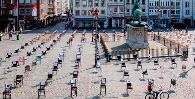 Η εστίαση διαμαρτύρεται συμβολικά την Τετάρτη 06/05/2020 στις 20:00 ,ταυτόχρονα σε όλη την Ελλάδα με μια πρωτότυπη εκδήλωση -διαμαρτυρία ως μέρος της πανευρωπαϊκής διαμαρτυρίας των ανθρώπων της εστίασης κ του τουρισμού EMPTY CHAIRS -ΑΔΕΙΕΣ ΚΑΡΕΚΛΕΣ Περισσότεροι από 30 σύλλογοι εστίασης από όλη την Ελλάδα ,καλούν όλους τους ανθρώπους που δραστηριοποιούνται στην εστίαση και τον τουρισμό να ζητήσουν το αυτονόητο : Λύσεις για την επιβίωση του κλάδου Πληροφορίες για το πλάνο δράσης θα πάρετε στέλνοντας mail στο menoumeoloimazi@gmail.com και από την σελίδα στο Facebook #menoumeoloimazi #emptychairs #coronavirus2020 Η ΕΣΤΙΑΣΗ ΑΠΑΙΤΕΙ ΔΕΝ ΕΠΑΙΤΕΙ