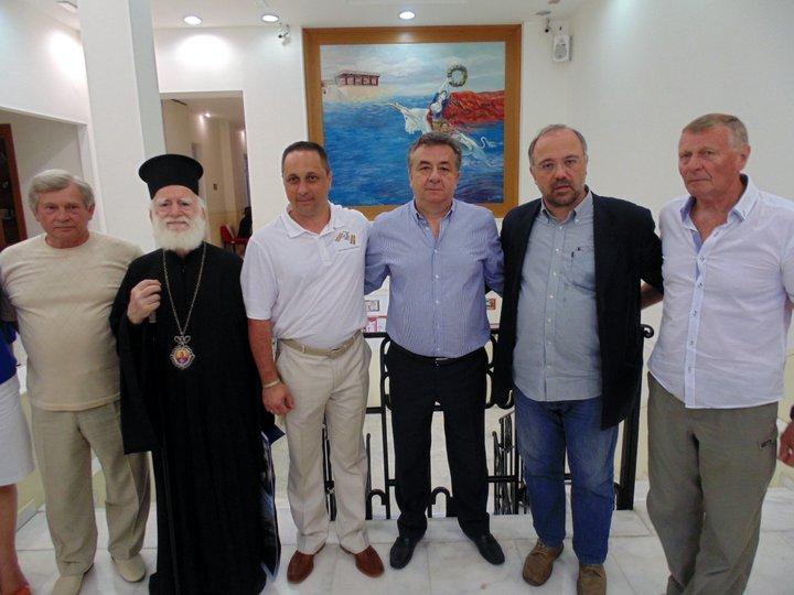ο Ρώσος Κοσμοναύτης ανάμεσα στον Περιφερειάρχη και τον αρχιεπίσκοπο