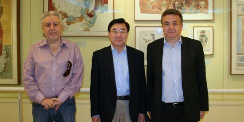 Αρναουτάκης, Huang Youyi