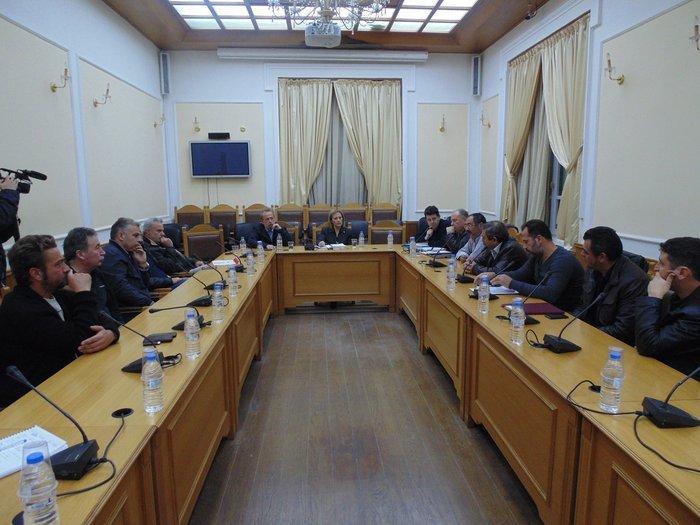 H διακίνηση  και εμπορία των οπωροκηπευτικών προϊόντων της Κρήτης και οι επιπτώσεις από το εμπάργκο στη Ρωσία, ήταν το θέμα συνάντησης που πραγματοποιήθηκε σήμερα στην Περιφέρεια Κρήτης