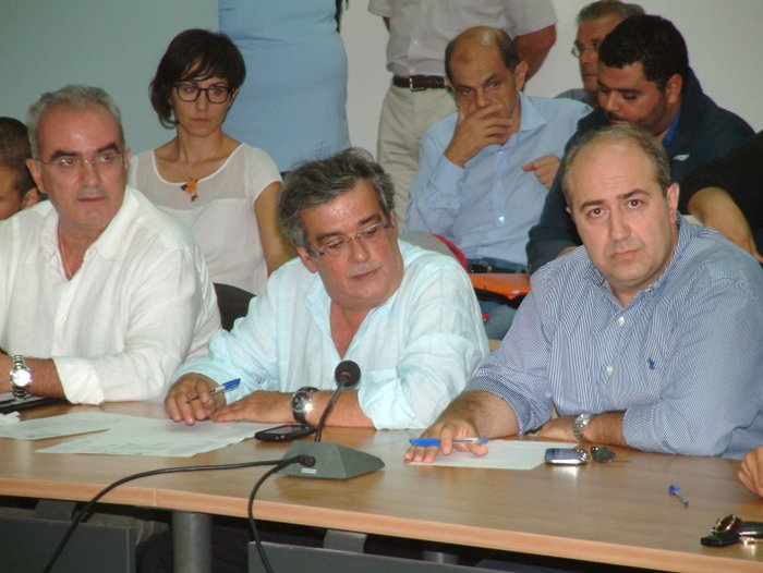 ο διοκητής Μ. Μακρονικολάκης (κέντρο), προσπάθησε να δικαιολογηθεί