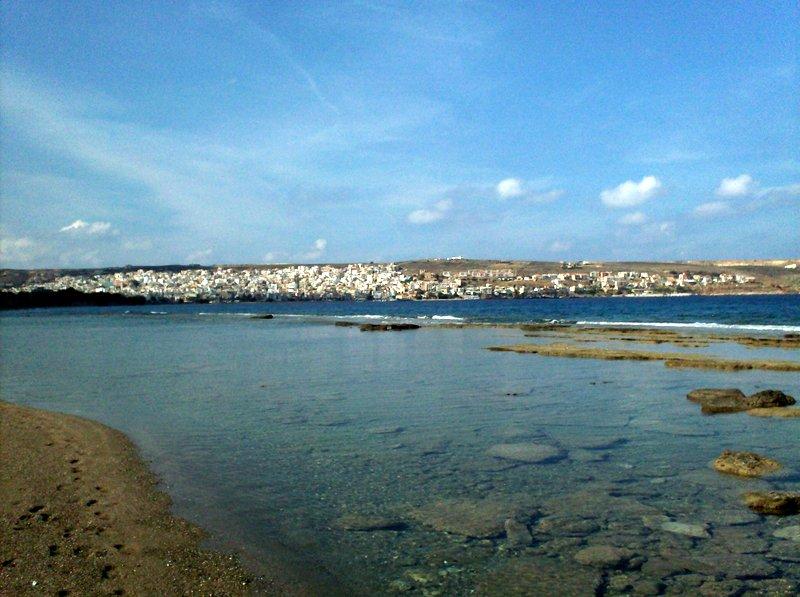 άποψη της Σητείας και της παραλίας όπου γεννάνε οι χελώνες