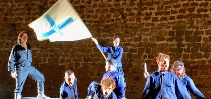 Το θερμό χειροκρότημα του κοινού κέρδισε η πρεμιέρα του «Καπετάν Μιχάλη» στα Χανιά