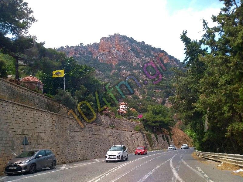 έχει κλείσει το τμήμα του ΒΟΑΚ στην περιοχή Σεληναρίου γιατί έχουν πέσει βράχοι στο οδόστρωμα
