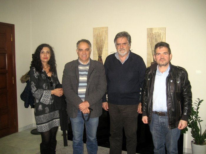 μέλη του Δ.Σ. τριτέκνων Λασιθίου με τον δήμαρχο Αγίου Νικολάου, Αντώνη Ζερβό