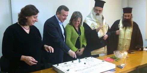 Πελαγία Πετράκη, Αρναουτάκης, η πρόεδρος των εργαζομένων Δέσποινα Κλιματσίδα και ο Μητροπολίτης Πέτρας