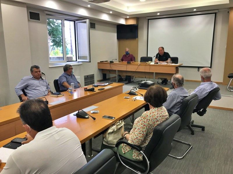 Σύσκεψη υπό τον αντιπεριφερειάρχη για τα χρέη των ΤΟΕΒ στη ΔΕΗ και τις αυξήσεις στο ρεύμα