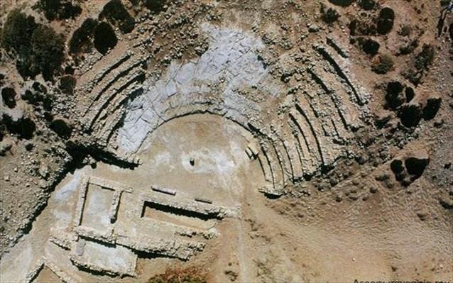 το αρχαίο θέατρο στο Κουφονήσι