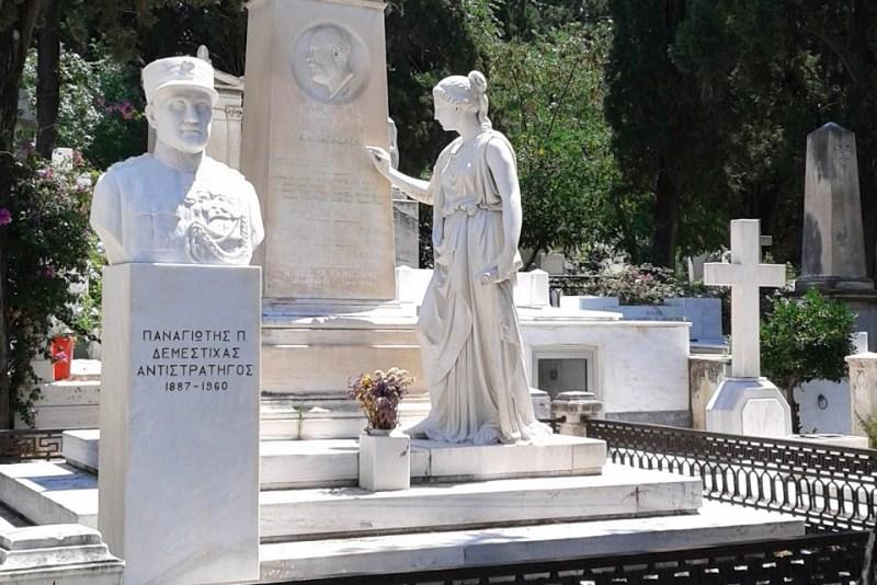 για την αποκατάσταση του ταφικού μνημείου Παπαδάκη