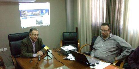 ο δήμαρχος Δημήτρης Κουνενάκης και ο Μιχ. Μακάκης, παρουσιάζουν τις ηλεκτρονικές υπηρεσίες