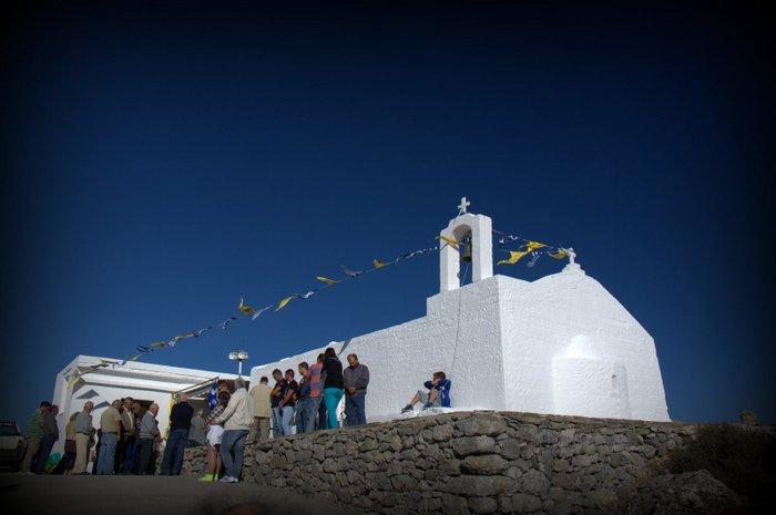 η εκκλησίτσα του τίμιου Σταυρού στη Κορυφή Αφέντης της Θρυφτής στα 1490 μέτρα