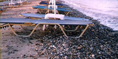 παραλία Αλμυρού, ο ακύρηχτος πόλεμος της ξαπλώστρας
