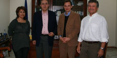 Ο κ. Χατζημαρκάκης, με τον Νομάρχη Λασιθίου και τους αντινομάρχες