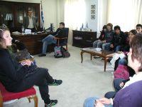ο Νομάρχης με μαθητές και καθηγητές