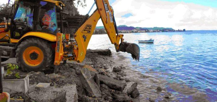 Παγώνουν οι κατεδαφίσεις σε αιγιαλούς και παραλίες