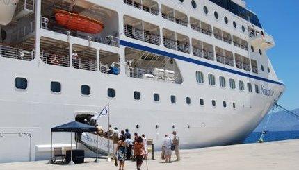 κρουαζιερόπλοιο στο λιμάνι Αγίου Νικολάου