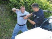 αφοπλίζοντας αστυνομικό