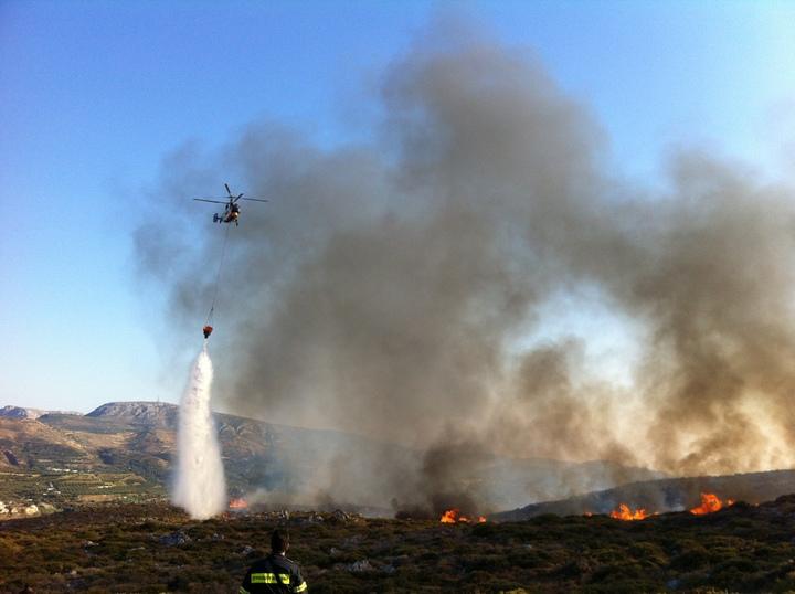 Δύο πυροσβεστικά ελικόπτερα στη Κρήτη