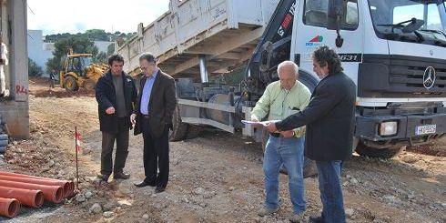 Ο κ. Κουνενάκης με τους υπεύθυνους του έργου