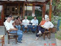 Ο Δημήτρης Κουνενάκης με τa μέλη του Συλλόγου Ενοικιαζόμενων Διαμερισμάτων