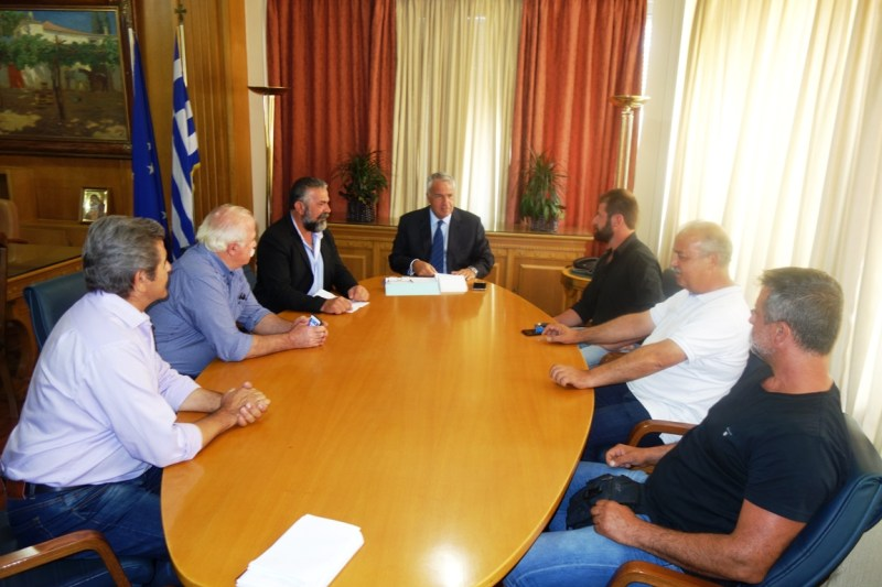Συνάντηση ΥπΑΑΤ, με αμπελουργούς και ελαιοπαραγωγούς της Κρήτης
