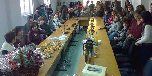 γυναίκες στην αίθουσα του Νομαρχιακού Συμβουλίου Λασιθίου