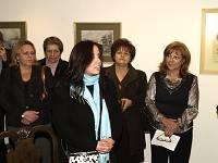 Η καλλιτέχνης απευθυνόμενη σ' όσους τίμησαν τα εγκαίνια