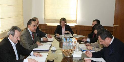 από πρόσφατη συνάντηση των νομαρχών της Κρήτης για θέματα τουρισμού