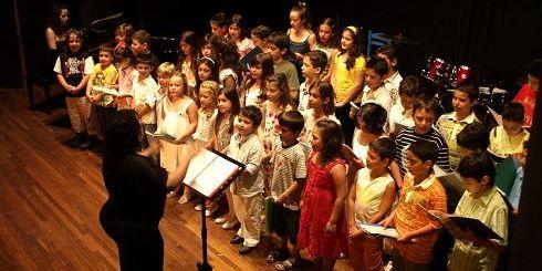η μικρή χορωδία του Ωδείου Τέχνης