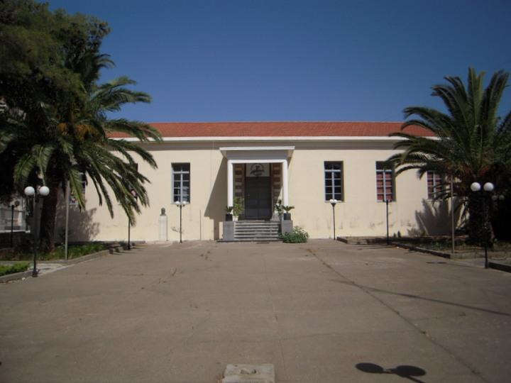 το παλαιό Γυμνάσιο Νεάπολης, κεντρική είσοδος