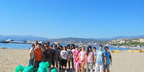 μαθητές στη παραλία