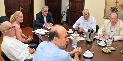 από τη σύσκεψη ο Γ.Γ. της Περιφέρειας Κρήτης με τους προέδρους των Επιμελητηρίων