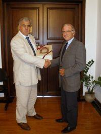 ο Γενικός Γραμματέας της Περιφέρειας Σεραφείμ Τσόκας με τον πρόεδρο της Παγκρητικής Θεόδωρο Μανουσάκη