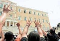 Αγανακτισμένοι διαδηλωτές εκδηλώνουν την «εκτίμησή τους» προς το Κοινοβούλιο κατά την τελευταία διαδήλωση. Όταν οι πολίτες βρίσκονται υπό το κράτος όχι μόνο της απόγνωσης αλλά και της οργής το savoir vivre καταργείται... [Από το ΒΗΜΑ της Κυριακής 09.05.10]
