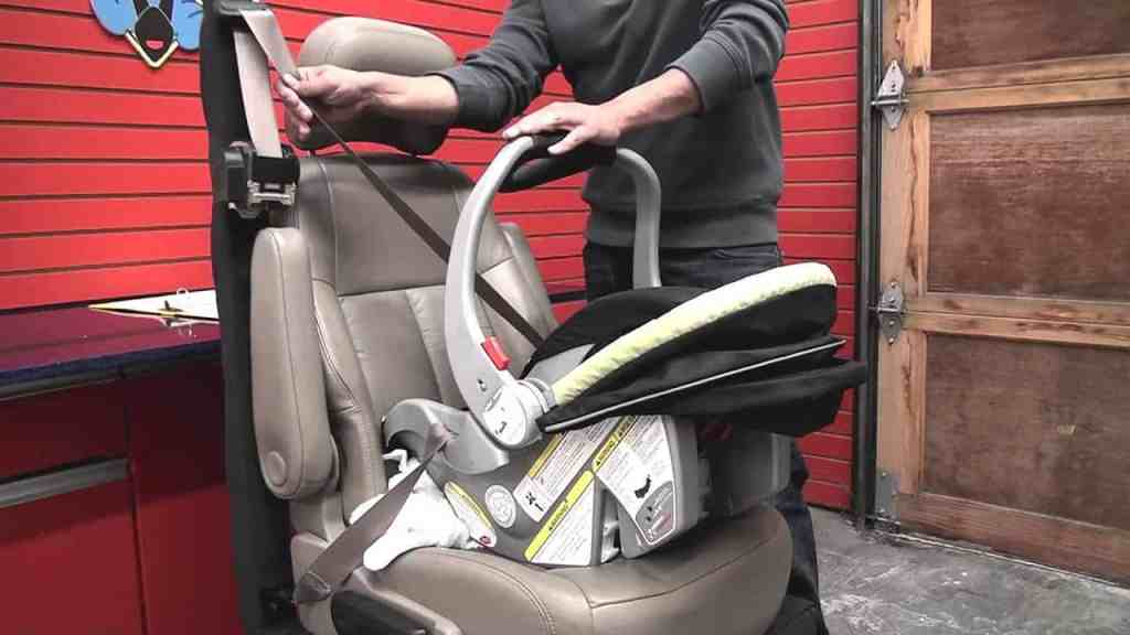 Illustration of Baby Trend EZ Flex Loc fitting into a small car's seat