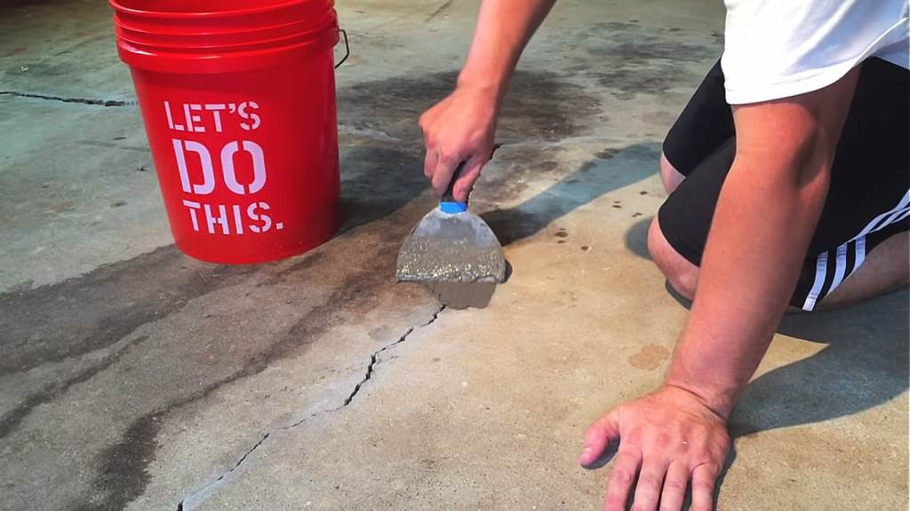 Cement-mixed put on cracks