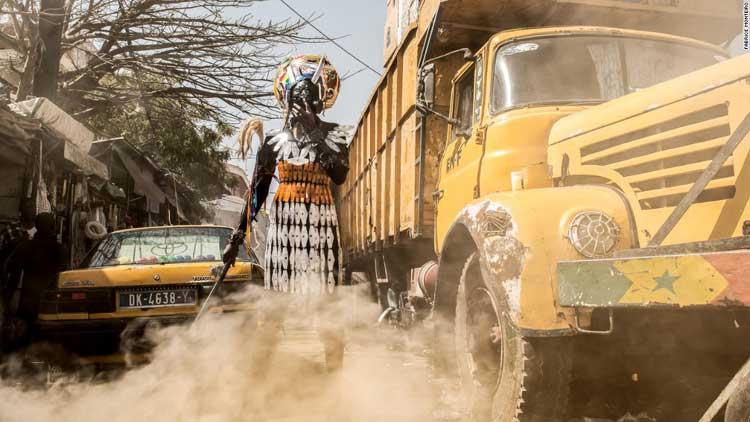 Περιβαλλοντικά προβλήματα με καλλιτεχνικές φωτογραφίες του Fabrice Monteiro