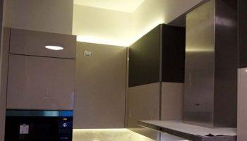 Φωτισμός πάνω από τα ντουλάπια κουζίνας
