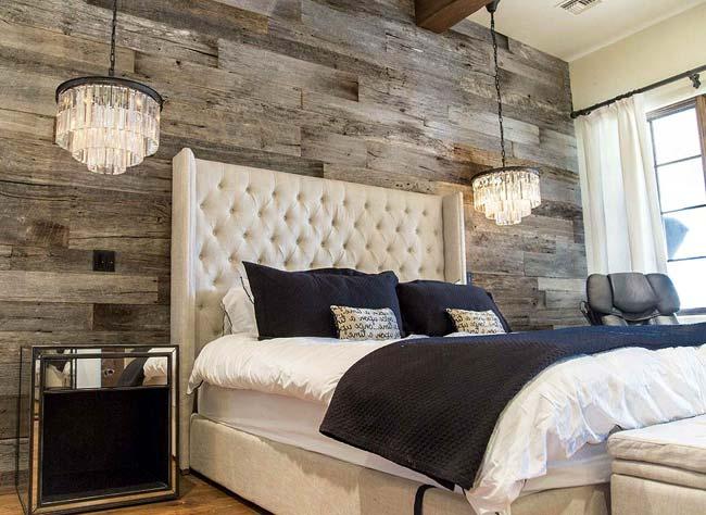 Αναπαλαιωμένο ξύλο στον τοίχο στο σπίτι. Ζεστασιά...